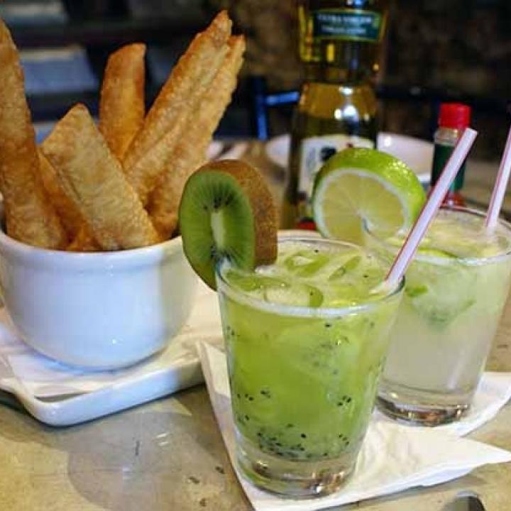 Más que Fútbol: Cinco bebidas brasileras para el fin de semana   Radio Nacional de Colombia