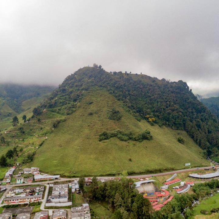 Visitar el Cerro Piamonte en Semana Santa es una tradición histórica de los pensilvanenses y turistas. Foto: Cortesía Alcaldía de Pensilvania.