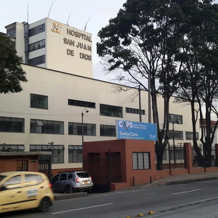 Centro de salud san juan pacientes esperan ser atendidos en el centro de salud del barrio san - Centro de salud san juan ...