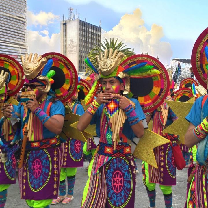 Desfile de Canto a la Tierra en el Carnaval de Negros y Blancos 2020. Foto: Eveling Rico..