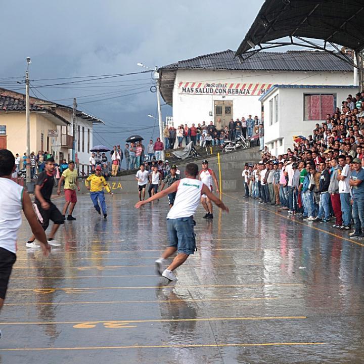 Cualquier espacio es apto para jugar chaza, no se necesita una cancha profesional. El campo de juego debe tener 100 metros de largo por 10 de ancho. Foto: Cortesía José Ismael Cardozo.