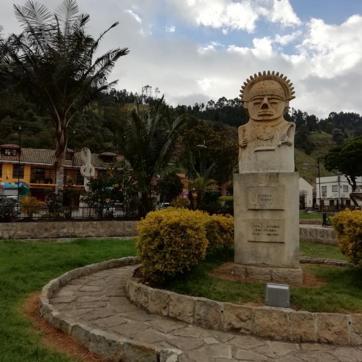 La escultura 'El llanto del Zipa', en el parque principal de Zipacón. Fotos: Adriana Chica García
