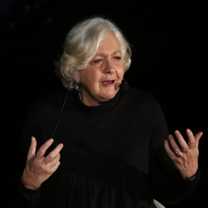 La periodista y escritora Mónica González Mujica, invitada a la 'Contar historias, una tarea persistente. Lecciones de la prensa para la radio', que se desarrolló en la 12a. Bienal Internacional de Radio. Foto: Sandro Sánchez - RTVC Sistema de Medios Públicos.