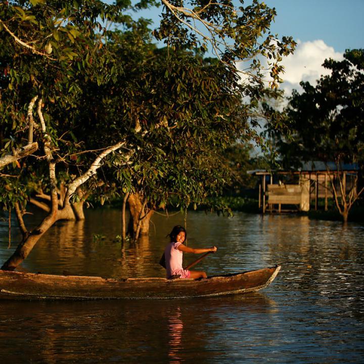 El río Amazonas es el canal de comunicación de la capital del Amazonas. Convergen tres fronteras Brasil, Perú y Colombia. Su riqueza cultural y visual no tiene comparación. Foto: Colprensa. Marzo 2018.