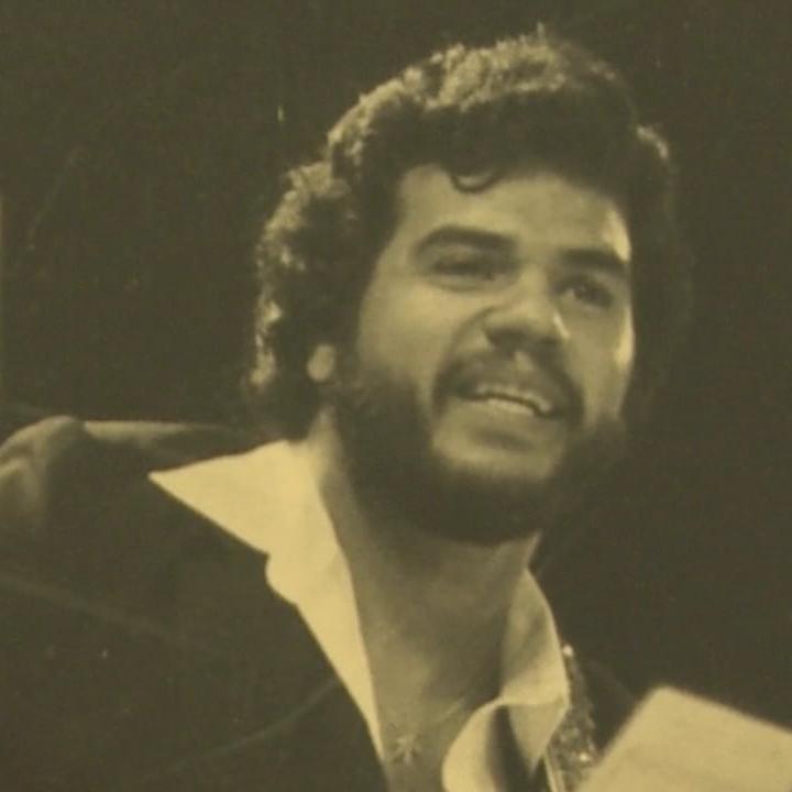 El bajista Salvador Cuevas. Foto: Video Vimeo - All About The Bass Of Salsa.